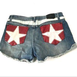 Authentic Icon Shorts Size 28